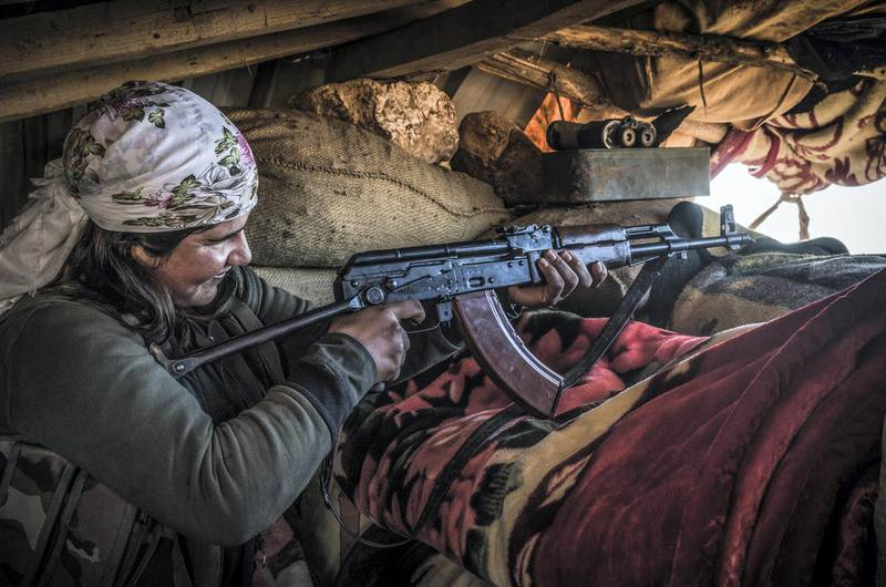 Armed female fighter of the Syrian Kurdish People's Protection Units (YPG) are seen on the defense line around Kobane on 26 December 2014. (Photo by Jonathan Raa/NurPhoto) (Photo by NurPhoto/NurPhoto via Getty Images)