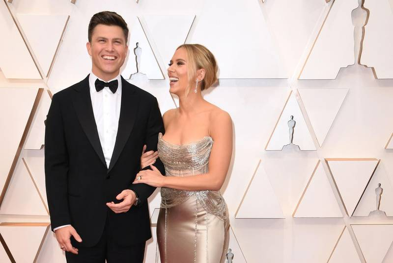 """(FILES) In this file photo taken on February 9, 2020 US actress Scarlett Johansson arrives with fiance Colin Jost for the 92nd Oscars at the Dolby Theatre in Hollywood, California.  October 29, actress Scarlett Johansson and and """"SNL"""" star Colin Jost tied the knot over the weekend and are now are officially married. / AFP / Robyn Beck"""