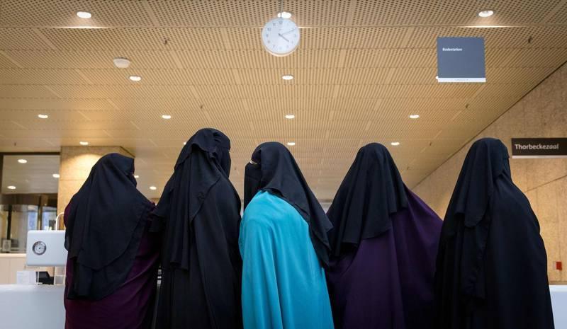Visitors to the Second Chamber arrive to atend the debate regarding Islamic face covering in The Hague on November 23, 2016.  The Netherlands banned the wearing of a face-covering veil, such as a burqa or niqab, in public buildings and on transport from on August 1, 2019, as a contentious law on the garment worn by some Muslim women came into force. Between 200 and 400 women are estimated to wear a burqa or niqab in the country of 17 million people.  - Netherlands OUT  / AFP / ANP / Bart Maat