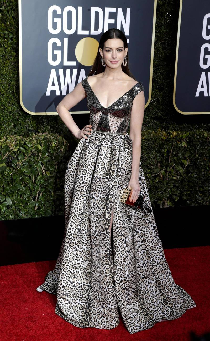 epa07266821 Anne Hathaway arrives for the 76th annual Golden Globe Awards ceremony at the Beverly Hilton Hotel, in Beverly Hills, California, USA, 06 January 2019.  EPA-EFE/MIKE NELSON