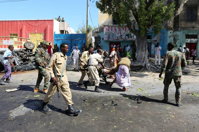 FILE PHOTO: Rescuers carry a man who was injured in an attack on a restaurant by Somali Islamist group al Shabaab in the capital Mogadishu, Somalia, October 1, 2016. REUTERS/Feisal Omar/File Photo