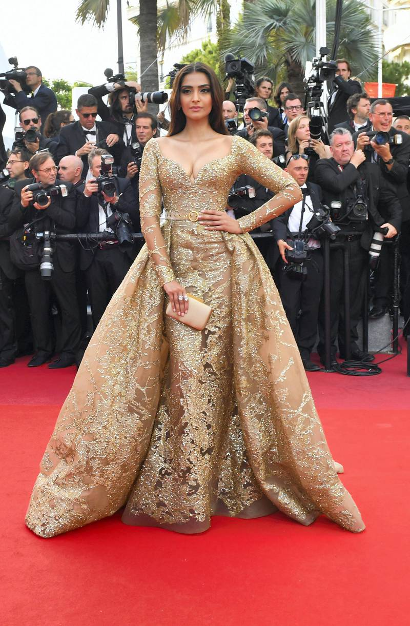 Indian actress Sonam Kapoor poses as she arrives on May 22, 2017 for the screening of the film 'The Killing of a Sacred Deer' at the 70th edition of the Cannes Film Festival in Cannes, southern France. (Photo by LOIC VENANCE / AFP)