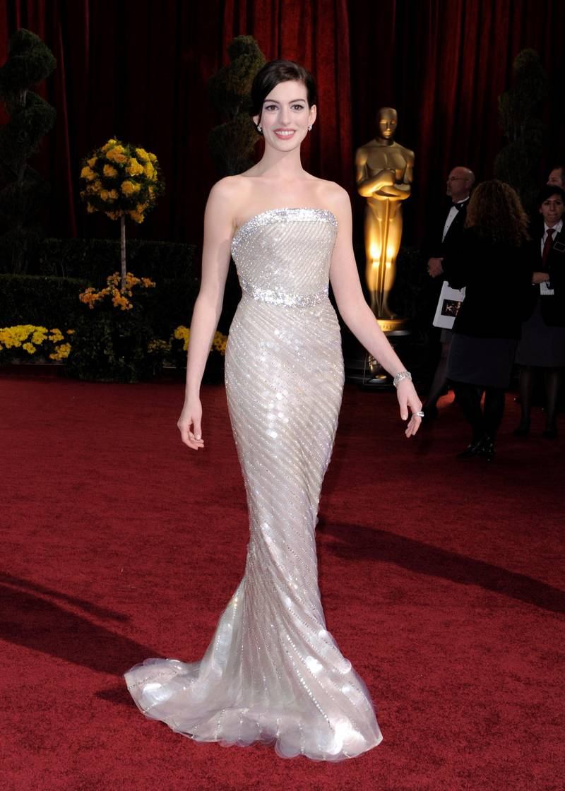 epa01644790 US actress Anne Hathaway arrives during the 81st Annual Academy Awards at the Kodak Theatre in Hollywood, California, USA, 22 February 2009. The Academy Awards honour excellence in cinema.  EPA/PAUL BUCK