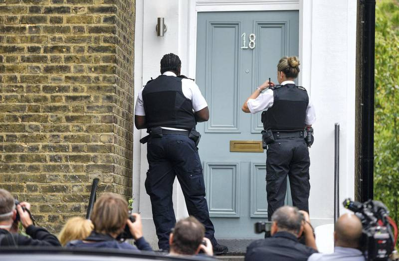 LONDON, ENGLAND - MAY 24: Two police officers arrive at the home of Dominic Cummings, Chief Advisor to Prime Minister Boris Johnson, on May 24, 2020 in London, England. On March 31st 2020 Downing Street confirmed to journalists that Dominic Cummings was self-isolating with COVID-19 symptoms at his home in North London. Durham police have confirmed that he was actually hundreds of miles away at his parent's house in the city. (Photo by Peter Summers/Getty Images)