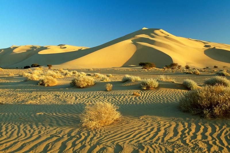 M5DWPX Niger. Agadez. Sahara desert. Sahel. Tenere desert. Sand dunes of Temet. Unesco, World Heritage Site.