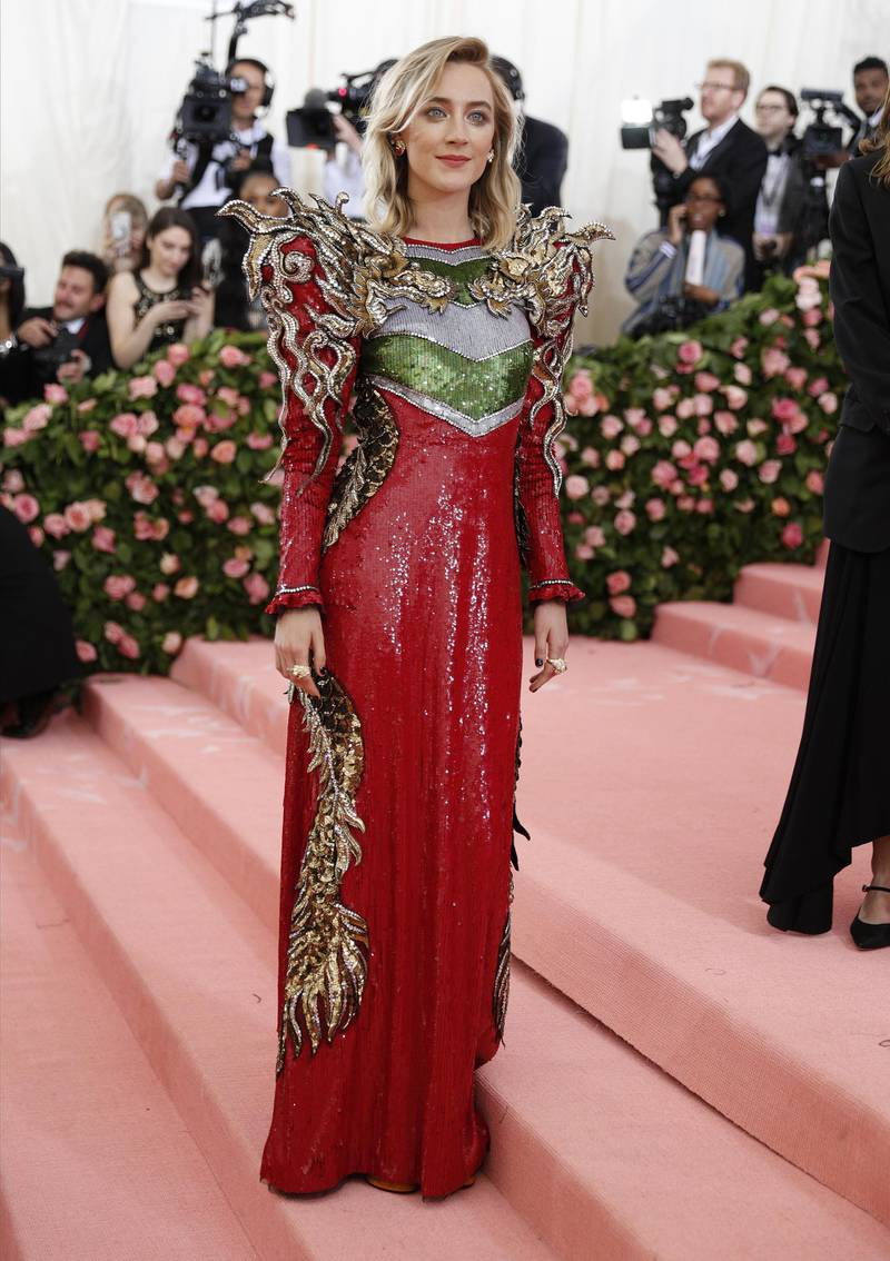 epa07552222 Saoirse Ronan arrives on the red carpet for the 2019 Met Gala, the annual benefit for the Metropolitan Museum of Art's Costume Institute, in New York, New York, USA, 06 May 2019. Red dress by Gucci. The event coincides with the Met Costume Institute's new spring 2019 exhibition, 'Camp: Notes on Fashion', which runs from 09 May until 08 September 2019.  EPA-EFE/JUSTIN LANE
