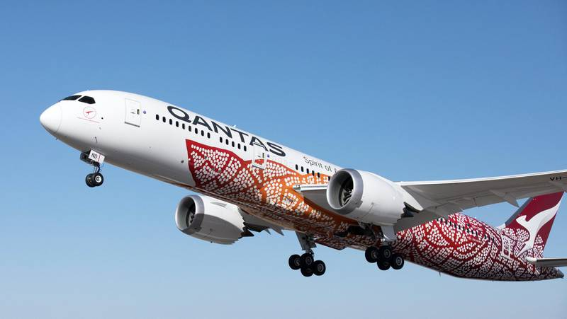 epa06626410 A handout photo made available by Australian carrier Qantas on 24 March 2018 shows Qantas 787-9 Dreamliner 'Emily Kame Kngwarreye'. Qantas will launch their first non-stop flights from Perth to London on 24 March 2018.  EPA/Brent Winstone / HANDOUT AUSTRALIA AND NEW ZEALAND OUT HANDOUT EDITORIAL USE ONLY/NO SALES