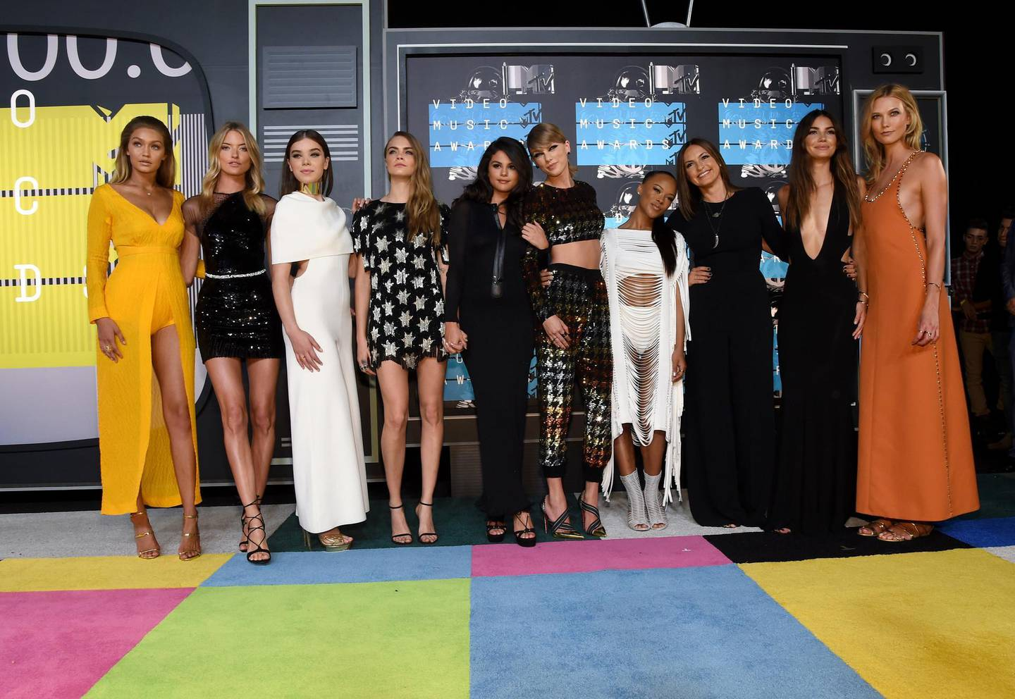 LOS ANGELES, CA - AUGUST 30: (L-R) Models Gigi Hadid, Martha Hunt, actresses Hailee Steinfeld, Cara Delevingne, actress/singer Selena Gomez, recording artist Taylor Swift, actresses Serayah, Mariska Hargitay, models Lily Aldridge and Karlie Kloss attend the 2015 MTV Video Music Awards at Microsoft Theater on August 30, 2015 in Los Angeles, California.   Larry Busacca/Getty Images/AFP