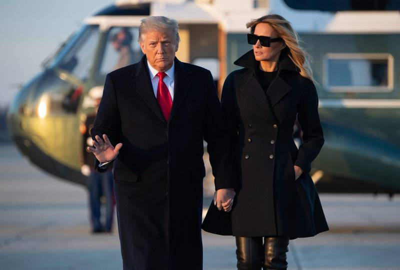 TOPSHOT - US President Donald Trump and First Lady Melania Trump walk to board Air Force One prior to departure from Joint Base Andrews in Maryland, December 23, 2020, as they travel to Mar-a-lago for Christmas and New Year's. / AFP / SAUL LOEB