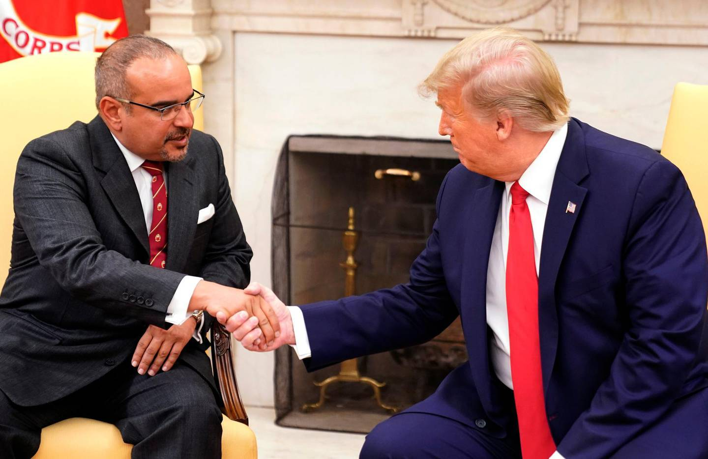 epa07847596 US President Donald J. Trump (R) shakes hands with His Royal Highness Prince Salman bin Hamad Al-Khalifa, Crown Prince, Deputy Supreme Commander, and First Deputy Prime Minister of the Kingdom of Bahrain at the White House, in Washington, DC, USA, 16 September 2019.  EPA/Chris Kleponis / POOL