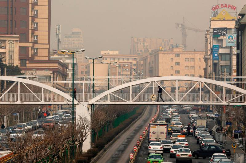 A general view shows traffic in Tehran as heavy pollution hit new highs in Tehran on February 5, 2018. Primary schools closed as thick fog caused by pollution smothered the Iranian capital and most of the surrounding province, local authorities said. / AFP PHOTO / ATTA KENARE