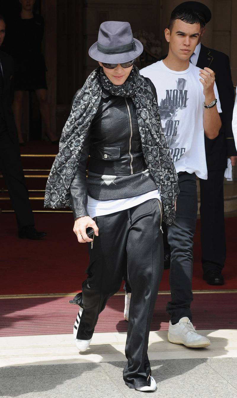 PARIS - AUGUST 01:  Singer Madonna leaves her hotel on August 1, 2010 in Paris, France.  (Photo by Pascal Le Segretain/Getty Images)