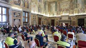 Pope hails Italy virus doctors and nurses as heroes at Vatican