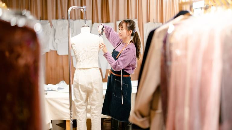 An image that illustrates this article How e-commerce is helping new fashion designers jumpstart their businesses