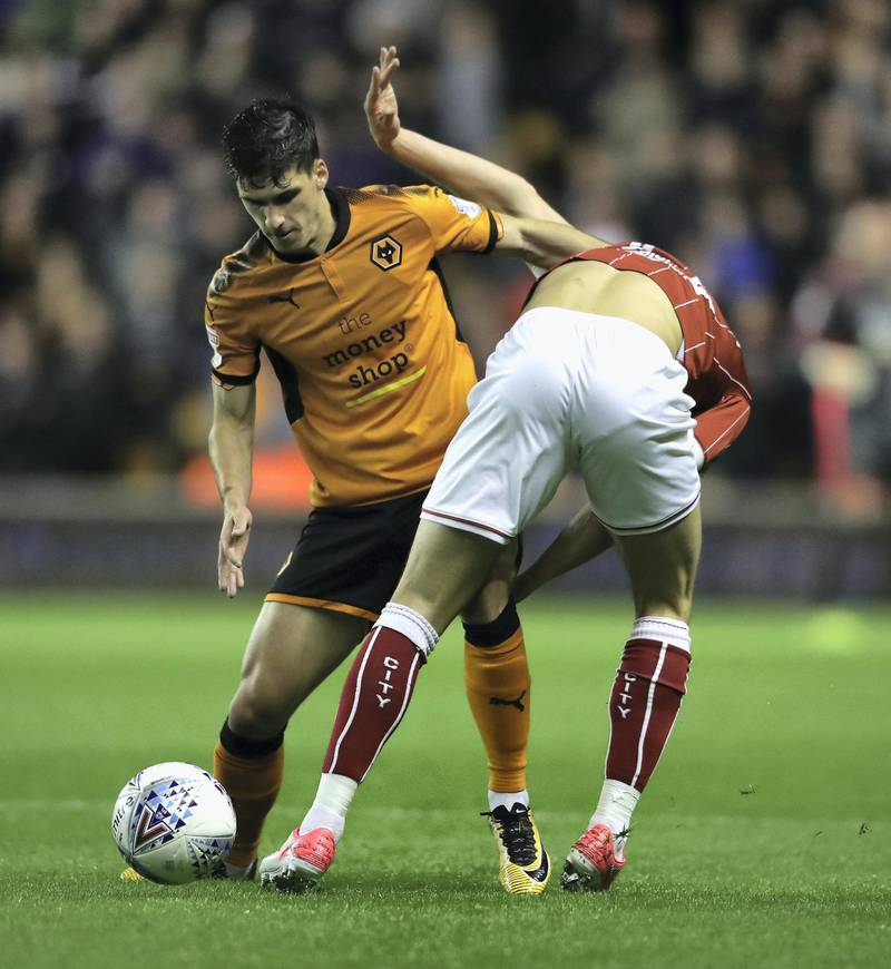 WOLVERHAMPTON, ENGLAND - SEPTEMBER 12:  Ruben Vinagre (L) of Wolverhampton Wanderers is challenged by Callum O'Dowda during the Sky Bet Championship match between Wolverhampton and Bristol City at Molineux on September 12, 2017 in Wolverhampton, England.  (Photo by David Rogers/Getty Images)