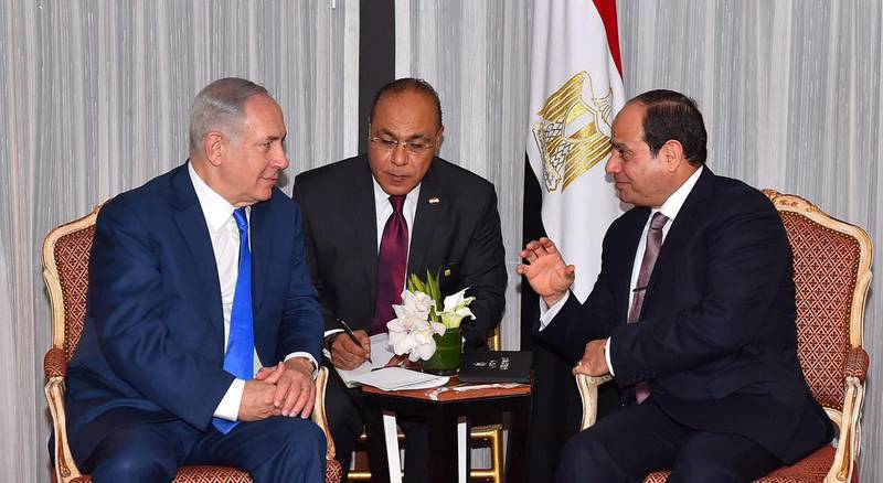 Egyptian President Abdel Fattah al-Sisi (R) speaks with Israeli Prime Minister Benjamin Netanyahu (L) during their meeting as part of an effort to revive the Middle East peace process ahead of the United Nations General Assembly in New York, U.S., September 19, 2017 in this handout picture courtesy of the Egyptian Presidency. The Egyptian Presidency/Handout via REUTERS ATTENTION EDITORS - THIS IMAGE WAS PROVIDED BY A THIRD PARTY