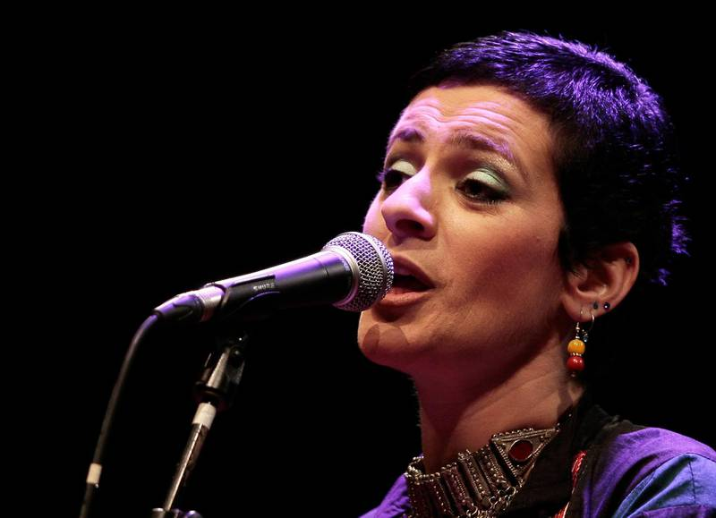 epa06626519 (FILE) - Palestinian singer Rim Banna performs during a concert in Algiers, Algeria, 30 April 2010 (reissued 24 March 2018).  According to reports, Banna died on early 24 March 2018 at the age of 51 in Nazareth after her fight against breast cancer.  EPA/MOHAMED MESSARA *** Local Caption *** 02138055