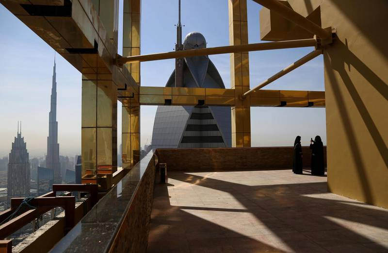 A visitor takes photos at the 71st floor of the Gevora Hotel, the world's tallest hotel, in Dubai, UAE February 12, 2018. REUTERS/Satish Kumar     TPX IMAGES OF THE DAY
