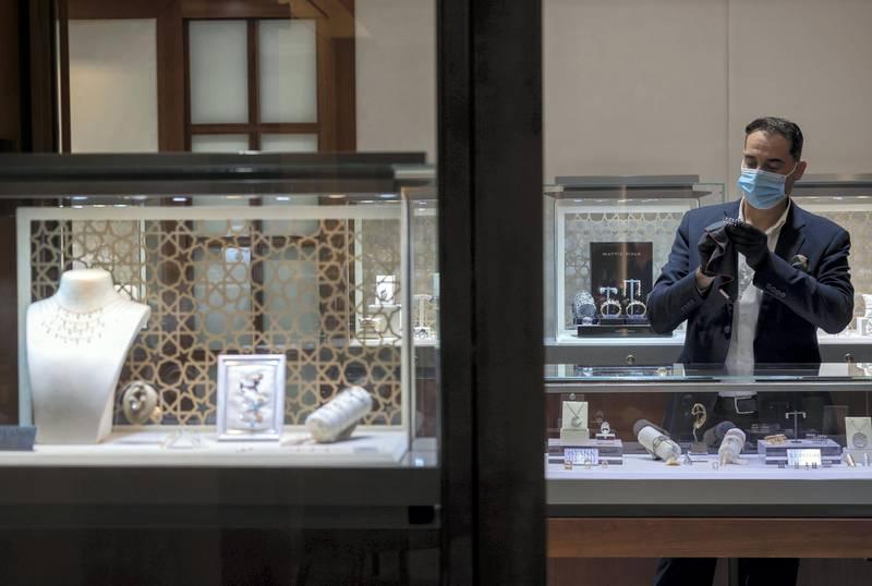 Dubai, United Arab Emirates - Reporter: N/A. Covid-19/Corona. Rami, a jeweller from Istana cleans a ring. Wednesday, June 10th, 2020. Dubai. Chris Whiteoak / The National