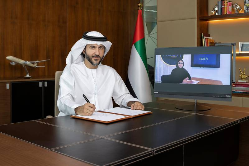 Mohammad Al Bulooki, Etihad Aviation Group COO and Hanan Al Yafei Hub71 CEO sign MOU LR. Courtesy Etihad
