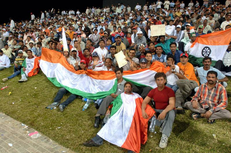 Indian supporters cheer for their team during the second Series of the DLF Cup between India and Pakistan at the Zayad Cricket Stadium in Abu Dhabi, 19 April 2006.  AFP PHOTO/HAIDER SHAH / AFP PHOTO / HAIDER SHAH