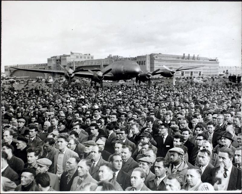 A general view of the mass meeting that took place at the London Airport during a strike by 4,000 British Overseas Airways Corporation engineers, 16th October 1958, London, England. Hopes of peace in the £100,000 a day strike collapsed that afternoon when BOAC chiefs switched their attitude shortly before a mass meeting of the strikers at the London Airport. Mr Jim Matthews, secretary of the trade union side of the National Joint Council for Civil Air Transport, received a telephone call from BOAC headquarters a few minutes before he was due to address the airport meeting.  (Photo by George W. Hales/Fox Photos/Hulton Archive/Getty Images)