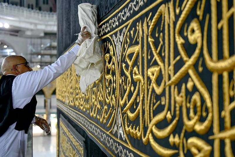 A worker cleans and sterilises the Kaaba, following the outbreak of the coronavirus disease (COVID-19), ahead of the holy fasting month of Ramadan, in the Grand mosque in the holy city of Mecca, Saudi Arabia April 21, 2020. Picture taken April 21, 2020. Saudi Press Agency/Handout via REUTERS ATTENTION EDITORS - THIS PICTURE WAS PROVIDED BY A THIRD PARTY.