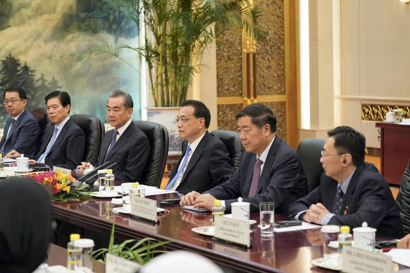 BEIJING, CHINA - July 22, 2019: HH Sheikh Mohamed bin Zayed Al Nahyan, Crown Prince of Abu Dhabi and Deputy Supreme Commander of the UAE Armed Forces (not shown), meets with HE Li Keqiang, Premier of the State Council of China (3rd R), at the Great Hall of the People.  ( Rashed Al Mansoori / Ministry of Presidential Affairs ) ---