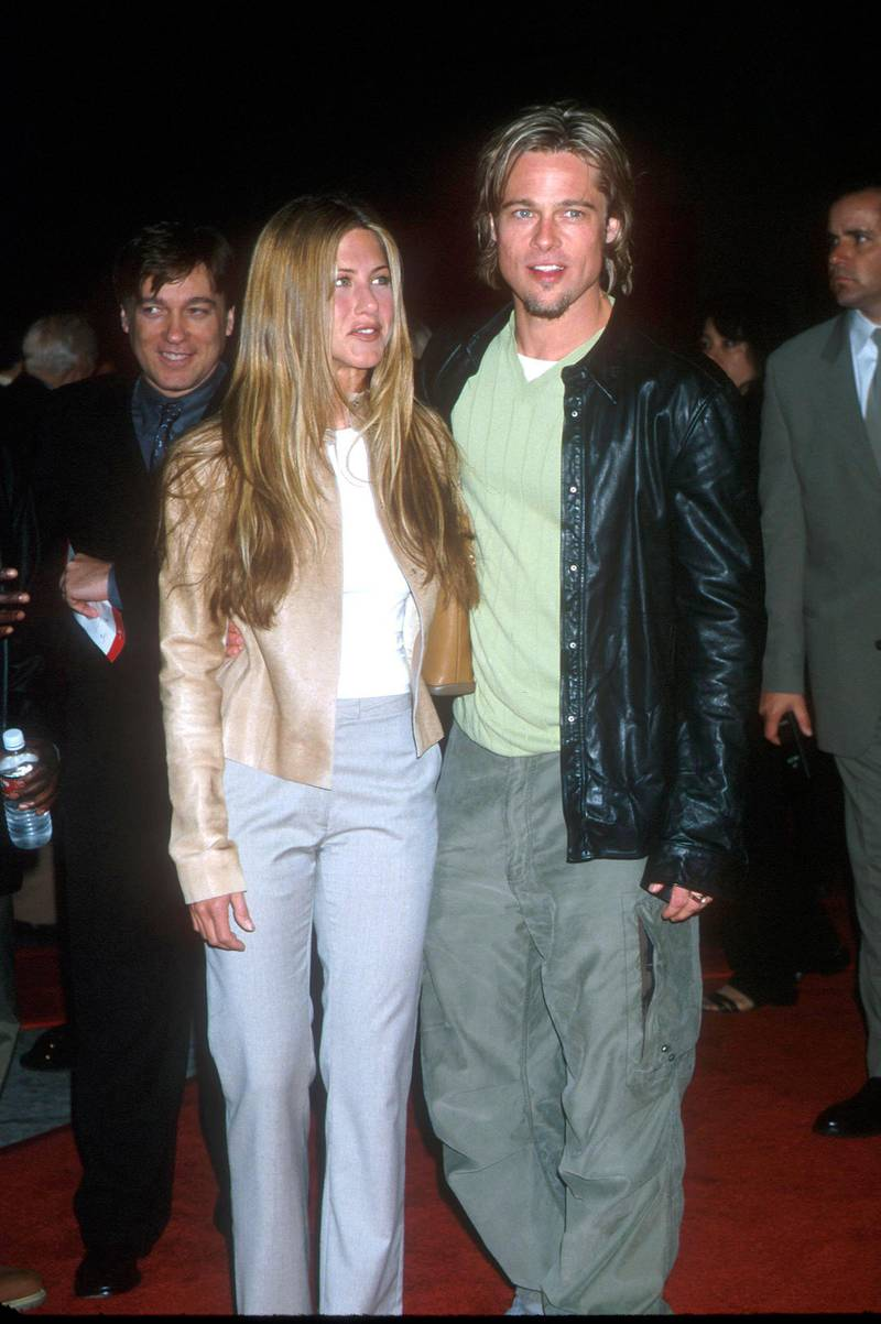 """371747 01: Brad Pitt & Jennifer Aniston attending the Los Angeles Premiere of the new movie """"Erin Brockovich"""". Westwood, California. March 14,2000. (Photo by: Brenda Chase Online USA Inc./Liaison Agency)"""