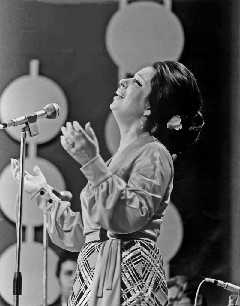 image3149Egyptian singer Najat Al Saghira performs in Abu Dhabi for 1972 National Day celebrations where she sang the UAE national anthem Courtesy Al Ittihad