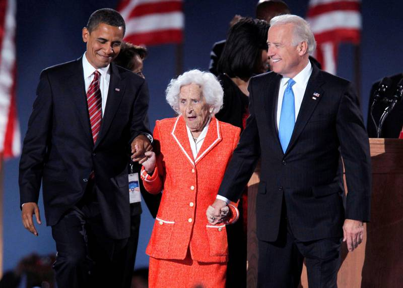 U.S. President-elect Senator Barack Obama (D-IL) (R) and Vice President-elect Senator Joe Biden (D-DE) (L) stand with Biden's mother Jean during their election night victory rally in Chicago, November 4, 2008. REUTERS/Gary Hershorn  (UNITED STATES) US PRESIDENTIAL ELECTION CAMPAIGN 2008 (USA)