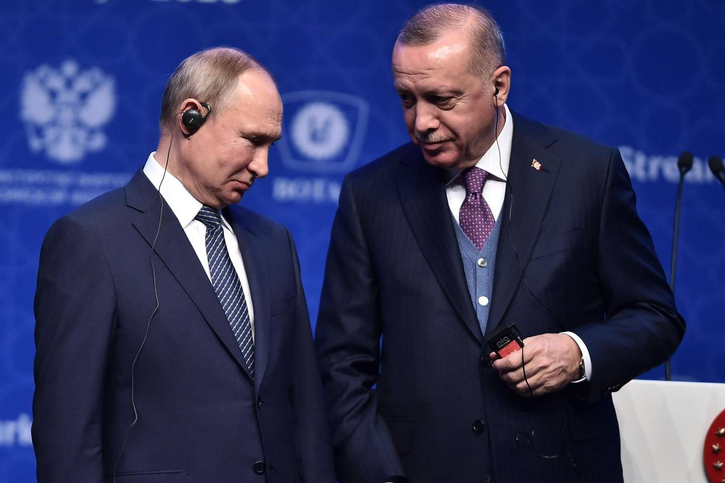 """Russian President Vladimir Putin (L) and Turkish President Recep Tayyip Erdogan (R) attend the inauguration ceremony of a new gas pipeline """"TurkStream"""" on January 8, 2020, in Istanbul. Turkish President Recep Tayyip Erdogan is hosting Russian counterpart Vladimir Putin to inaugurate a new gas pipeline, with tensions in Libya and Syria also on the agenda.The TurkStream project, which was temporarily halted during a frosty patch in Russia-Turkey relations, includes two parallel pipelines of more than 900 kilometres (550 miles). / AFP / Ozan KOSE"""