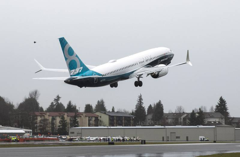 FILE PHOTO: A Boeing 737 MAX takes off during a flight test in Renton, Washington January 29, 2016.  REUTERS/Jason Redmond/File photo