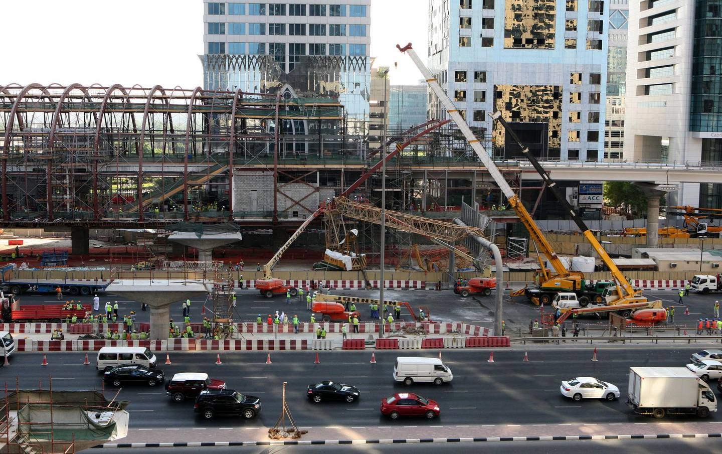 DUBAI-NOVEMBER 9,2008 - A mobile crane working on the Dubai Metro track near Emirates Tower fell onto scafolding causing parts of Sheikh Zaye Road to be closed and leading to huge amount of traffic. ( Paulo Vecina/the National ) *** Local Caption ***  PV Crane 13.JPGPV Crane 13.JPG