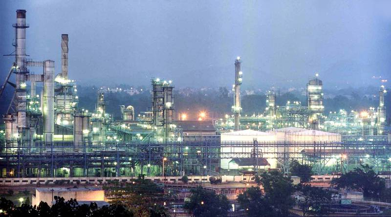 (Scaned image from My old print)An Evening shot of Reliance petrochemicals plant in Jamnagar in Gujrath (India).Pic-Rajan Chaughule.