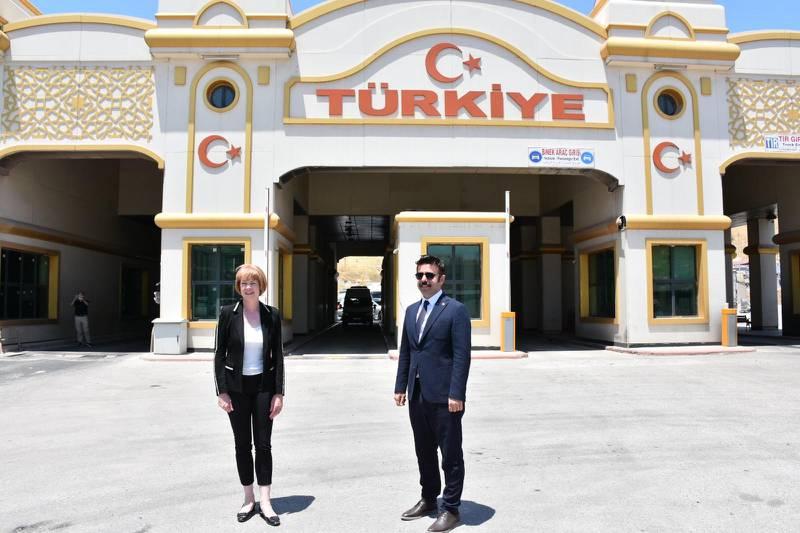 Minister Morton on the Turkey-Syria border