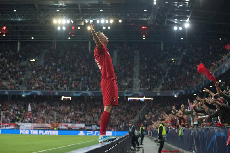 SALZBURG, AUSTRIA - SEPTEMBER 17:  Erling Haaland of FC Salzburg celebrates after scoring the goal for 2:0 during the Champions League group E match between FC Salzburg and KRC Genk at Salzburg Stadion on September 17, 2019 in Salzburg, Austria. (Photo by Andreas Schaad/Bongarts/Getty Images)