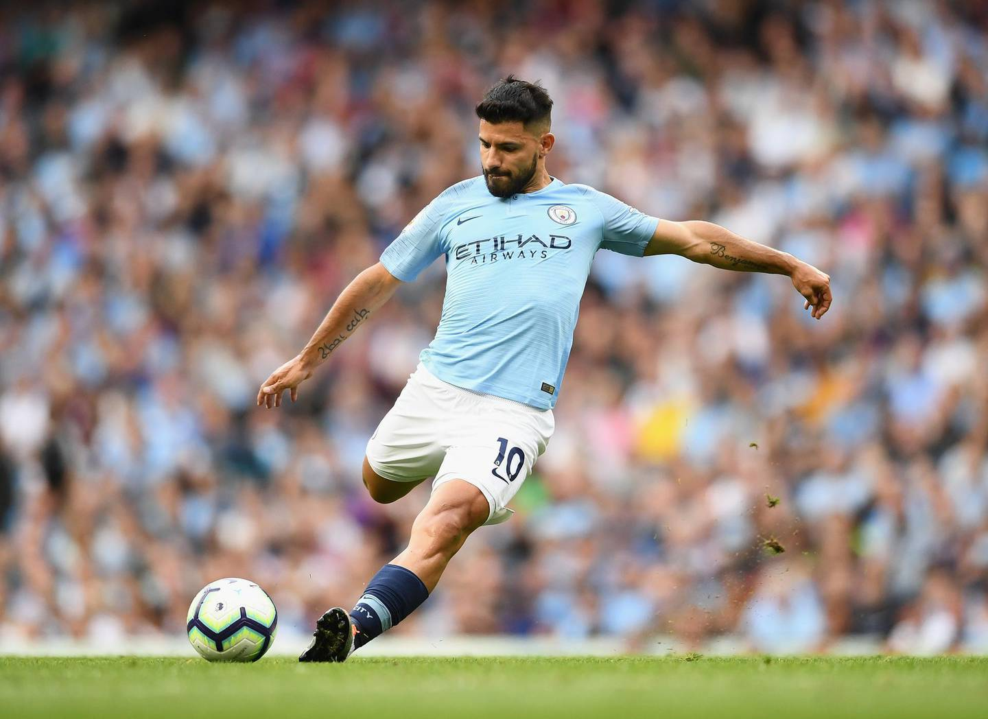 MANCHESTER, ENGLAND - SEPTEMBER 01:  Sergio Aguero of Manchester City in action during the Premier League match between Manchester City and Newcastle United at Etihad Stadium on September 1, 2018 in Manchester, United Kingdom.  (Photo by Clive Mason/Getty Images)