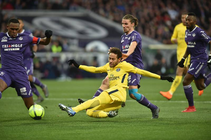 Paris Saint-Germain's Brazilian forward Neymar Jr (2L) kicks the ball during the French L1 football match between Toulouse (TFC) and Paris Saint-Germain (PSG) on February 10, 2018 at the Municipal stadium in Toulouse.  / AFP PHOTO / REMY GABALDA