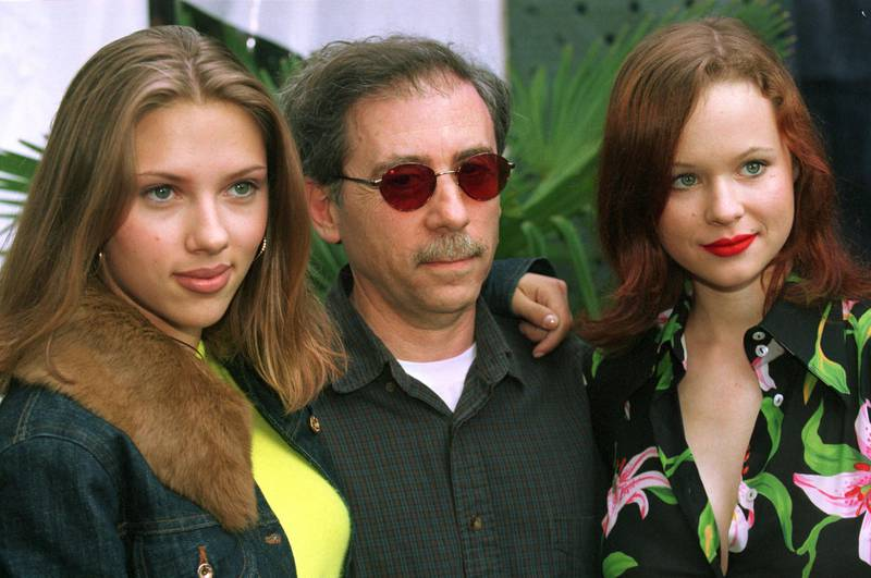 """391901 06: Director Terry Zwigoff poses with actresses Scarlett Johansson, left, and Thora Birch before screening of the film """"Ghost World"""" at the 36th Karlovy Vary International Film Festival July 13, 2001 in Karlovy Vary, Czech Republic. (Photo by Sean Gallup/Getty Images)"""