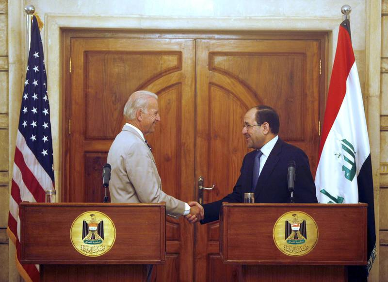 US Vice President Joseph Biden (L) shakes hand with Iraqi Prime Minister Nuri al-Maliki during a joined press conference following a meeting in Baghdad on July 3, 2009. A fiery protest marked the start of Biden's visit to Iraq, with supporters of the Shiite anti-American cleric Moqtada al-Sadr burning the Stars and Stripes. Vice President Joe Biden threatened today that the United States would politically disengage from Iraq if sectarian or ethnic violence resumes, a senior US official told reporters.    AFP PHOTO/POOL/KHALID MOHAMMED (Photo by KHALID MOHAMMED / POOL / AFP)