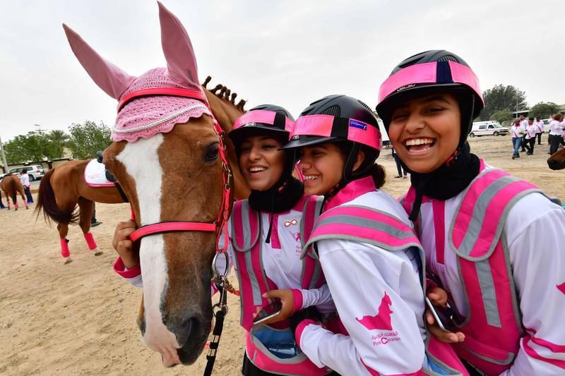 Participants take part in the Pink Caravan Ride in Dubai on February 28, 2018. Pink Caravan Ride is a United Arab Emirates' breast cancer initiative.   / AFP PHOTO / GIUSEPPE CACACE