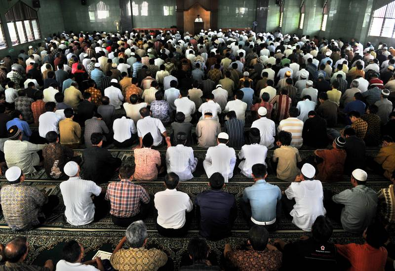 Indonesian Muslims listen to a sermon during a Friday prayer in Jakarta on June 4, 2010, part of the sermon condemning Israel's deadly raid on a Gaza-bound aid flotilla in which nine activists were killed and scores wounded.   International pressure mounted on Israel to conduct independent inquiry into the bloody raid when Israeli commandos clashed with international activists as they attempted to turn back the aid flotilla in line with Israel's blockade of the Hamas-ruled Gaza Strip.  AFP PHOTO / Bay ISMOYO / AFP PHOTO / BAY ISMOYO