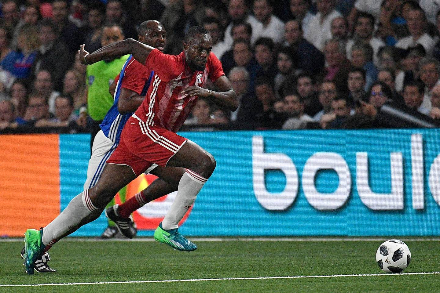 epa06894360 (FILE) - Jamaican athlete Usain Bolt (C) in action during a friendly soccer match between a selection of French 1998 World Champion soccer players (France98) against an international selection (FIFA98) at the U Arena in Paris, France, 12 June 2018 (reissued 17 July 2018). According to media reports, Bolt is in talks with Australian A-League team, the Central Coast Mariners, for a 6-week trial with the club.  EPA/HERVE RANCHIN