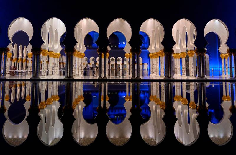 TOPSHOT - People walk through Sheikh Zayed Grand Mosque in Abu Dhabi on January 12, 2019.  / AFP / POOL / ANDREW CABALLERO-REYNOLDS