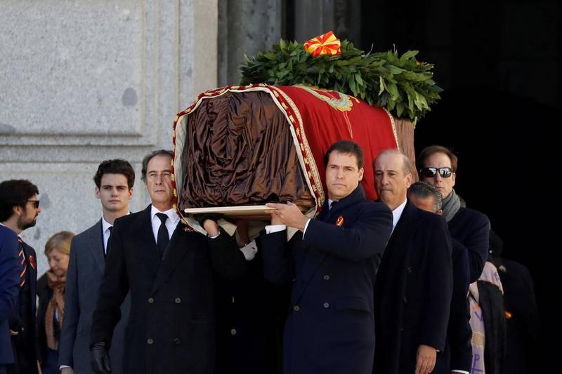 Relatives of late Spanish dictator Francisco Franco, carry the coffin after the exhumation at The Valle de los Caidos (The Valley of the Fallen) in San Lorenzo de El Escorial, Spain, October 24, 2019. Juan Carlos Hidalgo/Pool via REUTERS