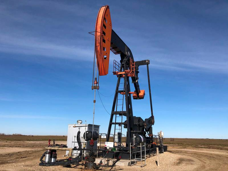 """(FILES) In this file photo taken on October 20, 2019 an oil rig is seen in Stoughton, Saskatchewan, Canada. Canadians paid 2.2 percent more for goods and services in November than a year earlier, as food and energy costs rose, the government statistical agency said on December 18, 2019. Gasoline prices rose 0.9 percent, up for the first time in more than a year and rebounding from """"sharply lower prices in November 2018, when global oil prices fell amid a supply glut caused by reactions to emerging international political uncertainties,"""" said Statistics Canada. On a month over month basis, however, gasoline prices fell, despite OPEC slashing oil production.  / AFP / Katie SCHUBAUER"""