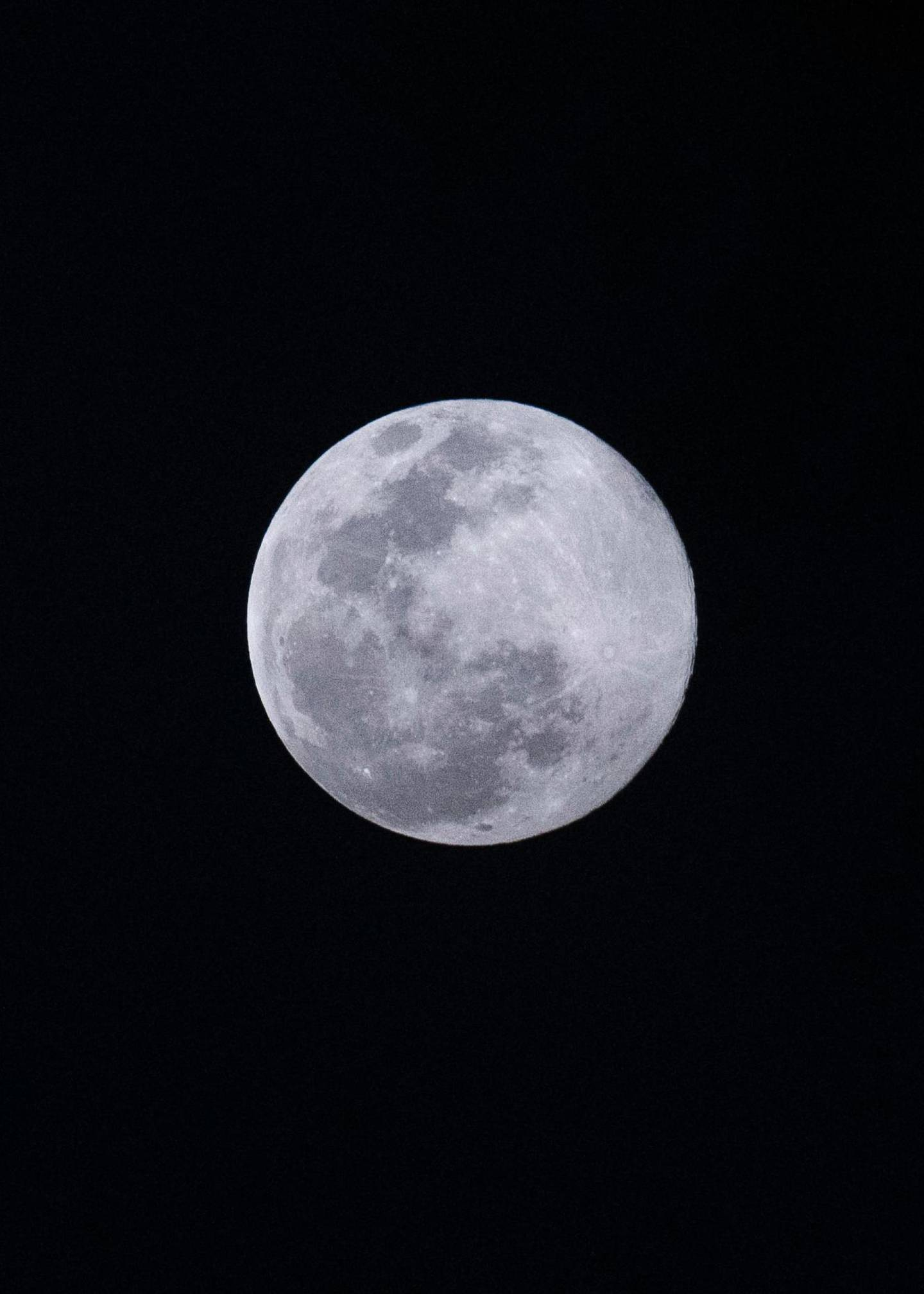 DUBAI, UNITED ARAB EMIRATES. 09 MARCH 2020. Supermoon seen from Palm Jumeirah.(Photo: Reem Mohammed/The National)Reporter:Section: