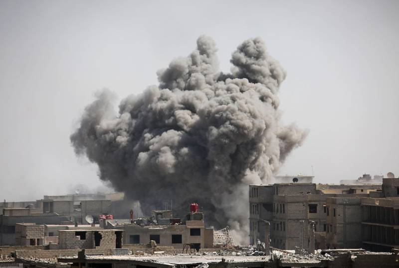 Smoke rises from buildings following air strikes on Zamalka, one of the few remaining rebel-held pockets in Eastern Ghouta, on the outskirts of the Syrian capital Damascus on March 21, 2018.  / AFP PHOTO / AMER ALMOHIBANY