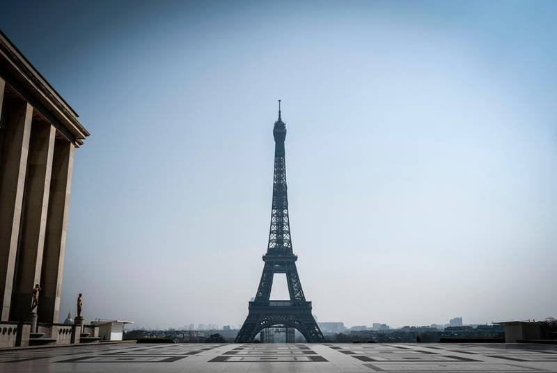 This picture taken on March 28, 2020 shows the Eiffel tower and the deserted place du Trocadero in Paris, on the twelveth day of a lockdown aimed at curbing the spread of the COVID-19 (novel coronavirus) in France.  / AFP / STEPHANE DE SAKUTIN